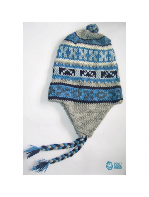 Hat with earflap and pompom